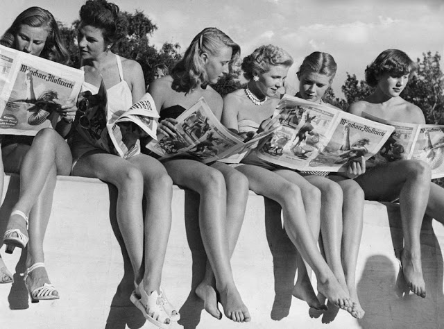 people-reading-newspapers-9.jpg