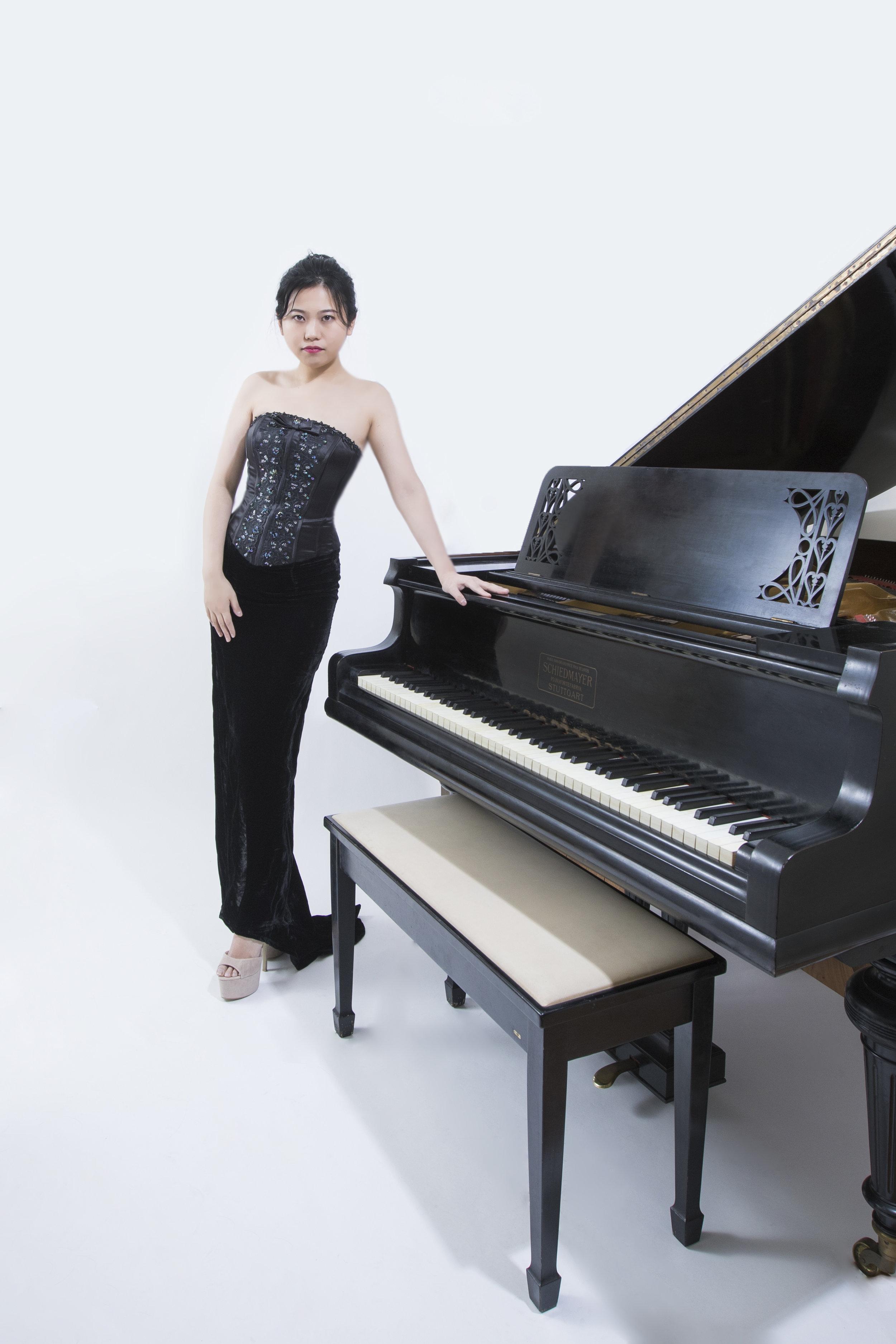 Composer & Pianist Zhihua Hu -