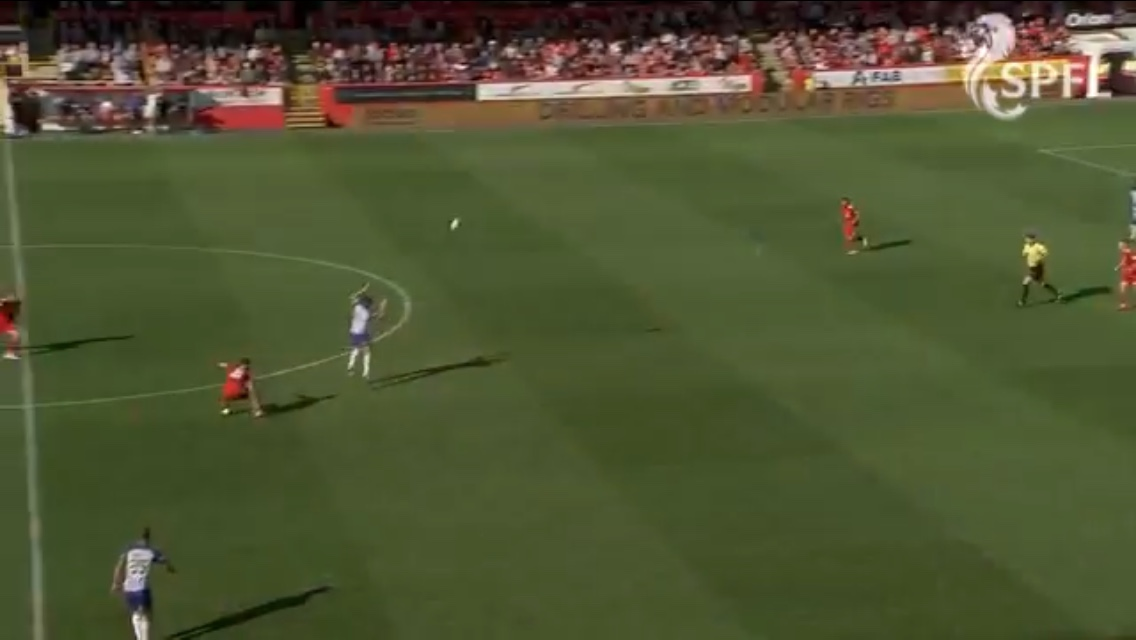 Its hard to believe that Stewart scores a solo goal from a situation where he receives the ball here.
