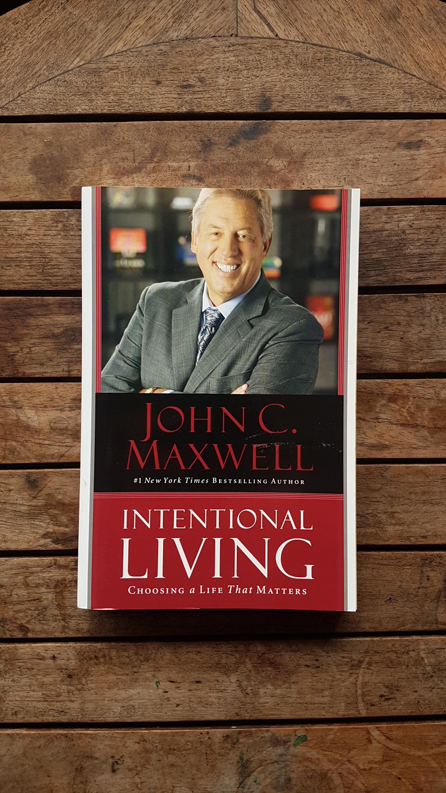 Intentional Living: Choosing a Life That Matters   by John C. Maxwell
