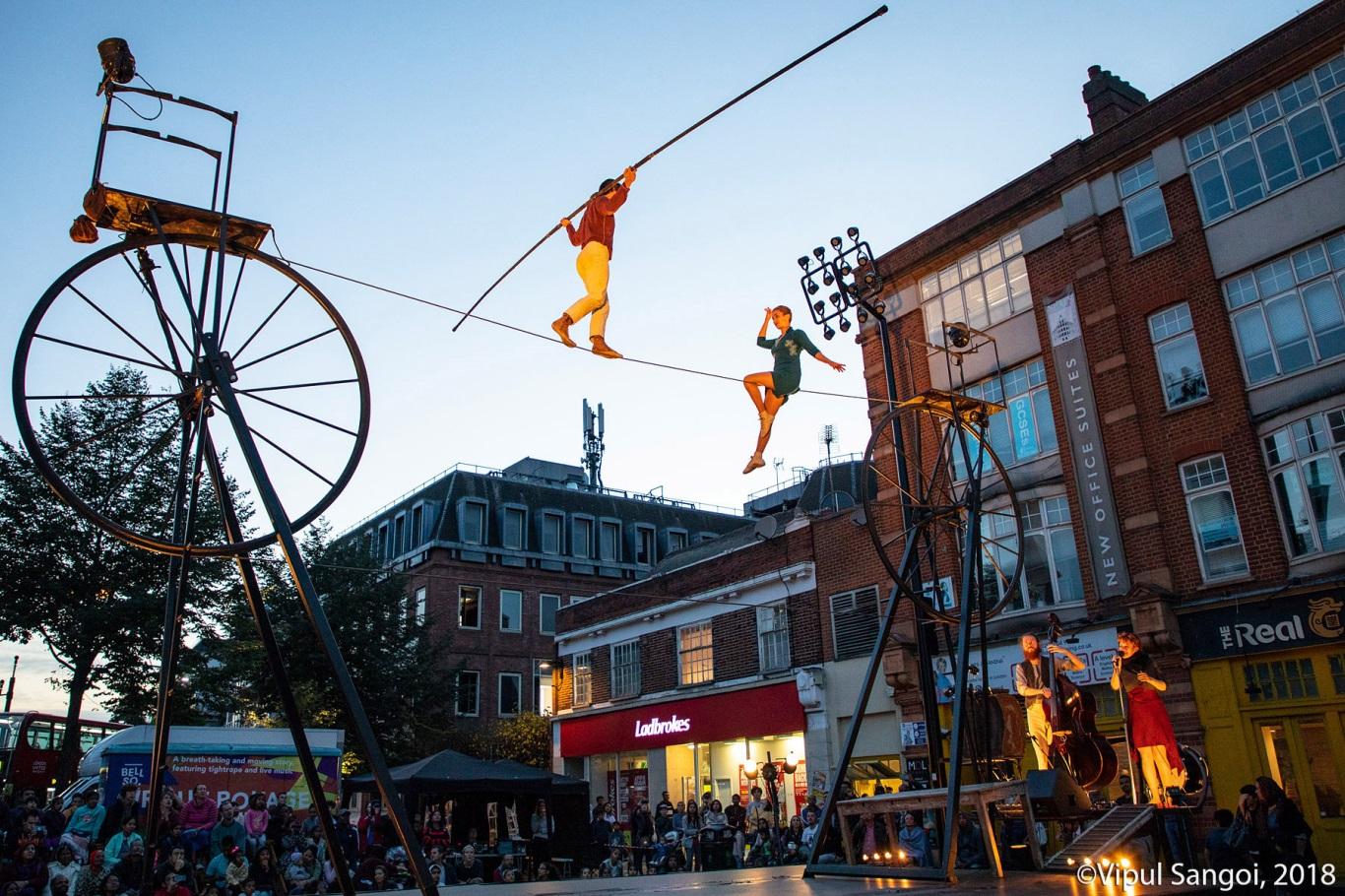 cirque rouages magic moment.jpg