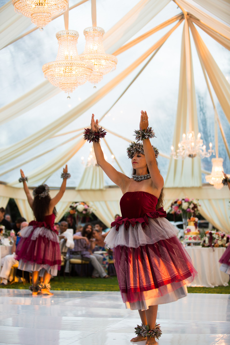 Hula wedding dance | Hawaii wedding traditions | Luxury destination wedding planner | Unveiled Hawaii