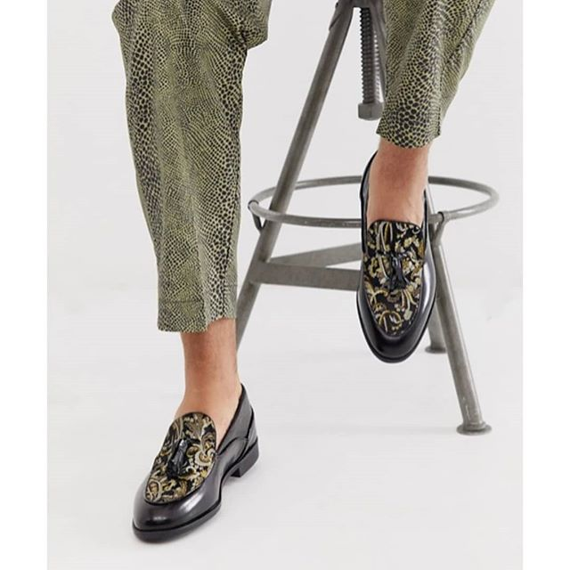 Clash Tassle Loafer also comes with a touch of that decadence in satin brocade. 👌🏼 . . Available on Topman, Asos and Zalando. . . #itsatheme #brocadefordays #houseofhoundsshoes #tassleloafer