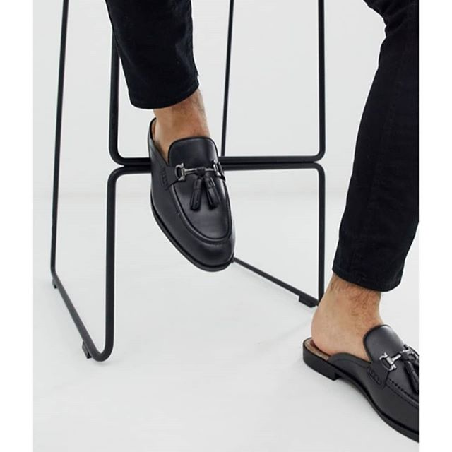 Our Bardin mule loafers are back, exclusively on Asos in all Black Leather.  Grab yours before the season is out! 👀 . . #houseofhoundsshoes #muleloafers #backinblack