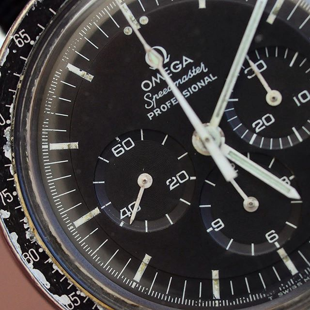 😱 Damn! A super late submission for #speedytuesday! A Omega Speedmaster 145.022-69 now available at the website!