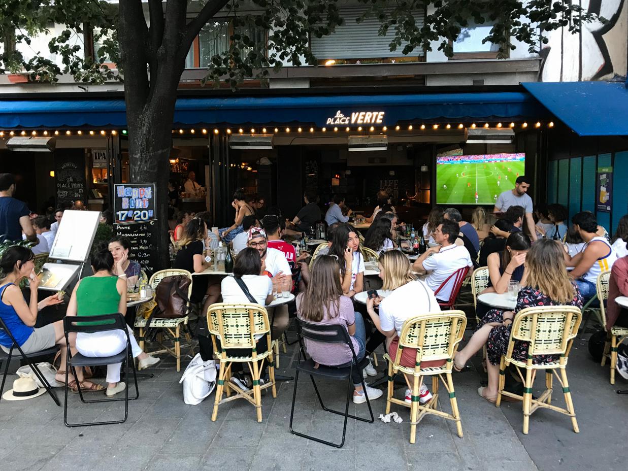 A summer day on Rue Oberkampf, Paris
