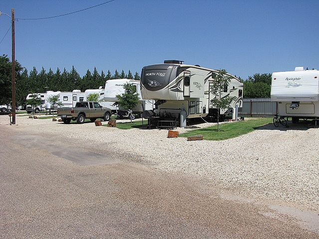 Spacious RV spaces with plenty of parking