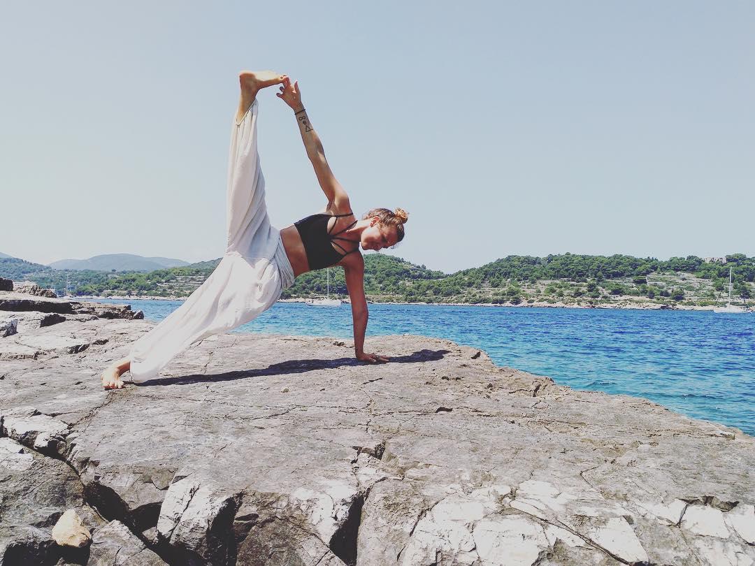Rosie Markwick - Yoga Teacher & SUP Coach