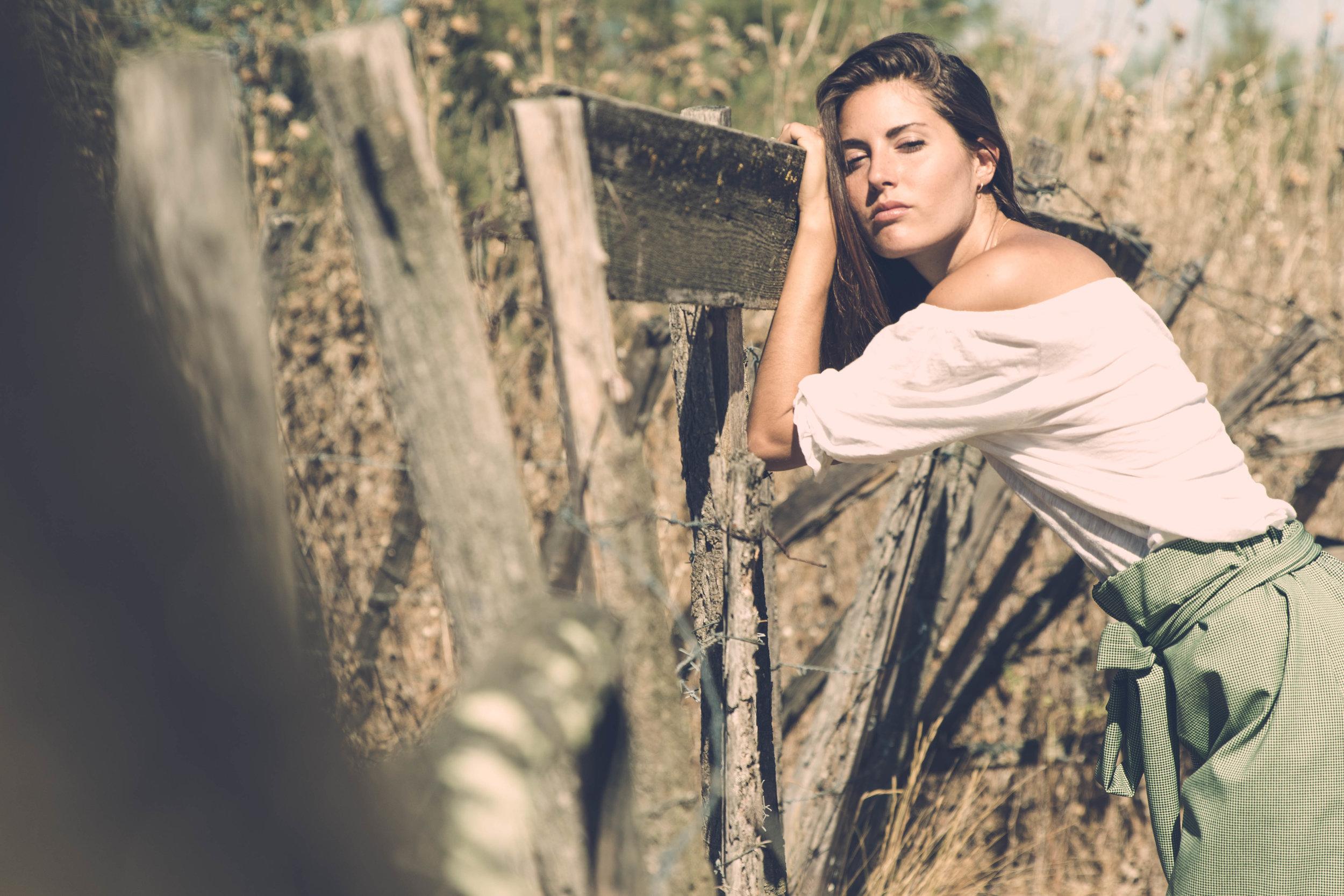 Evangéline - Charlène est une photographe avisée. Elle sait capter l'instant, la lumière, et surtout mettre à l'aise. Je me suis sentie belle avant même de voir les photos