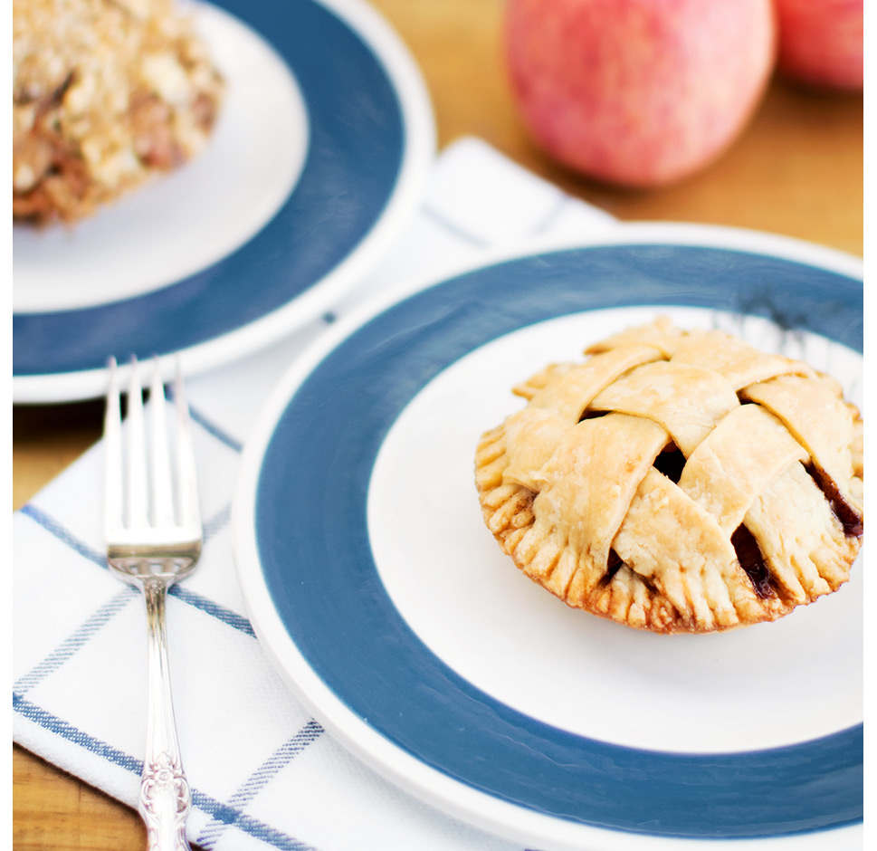 momandtinas-american-apple-pie.jpg