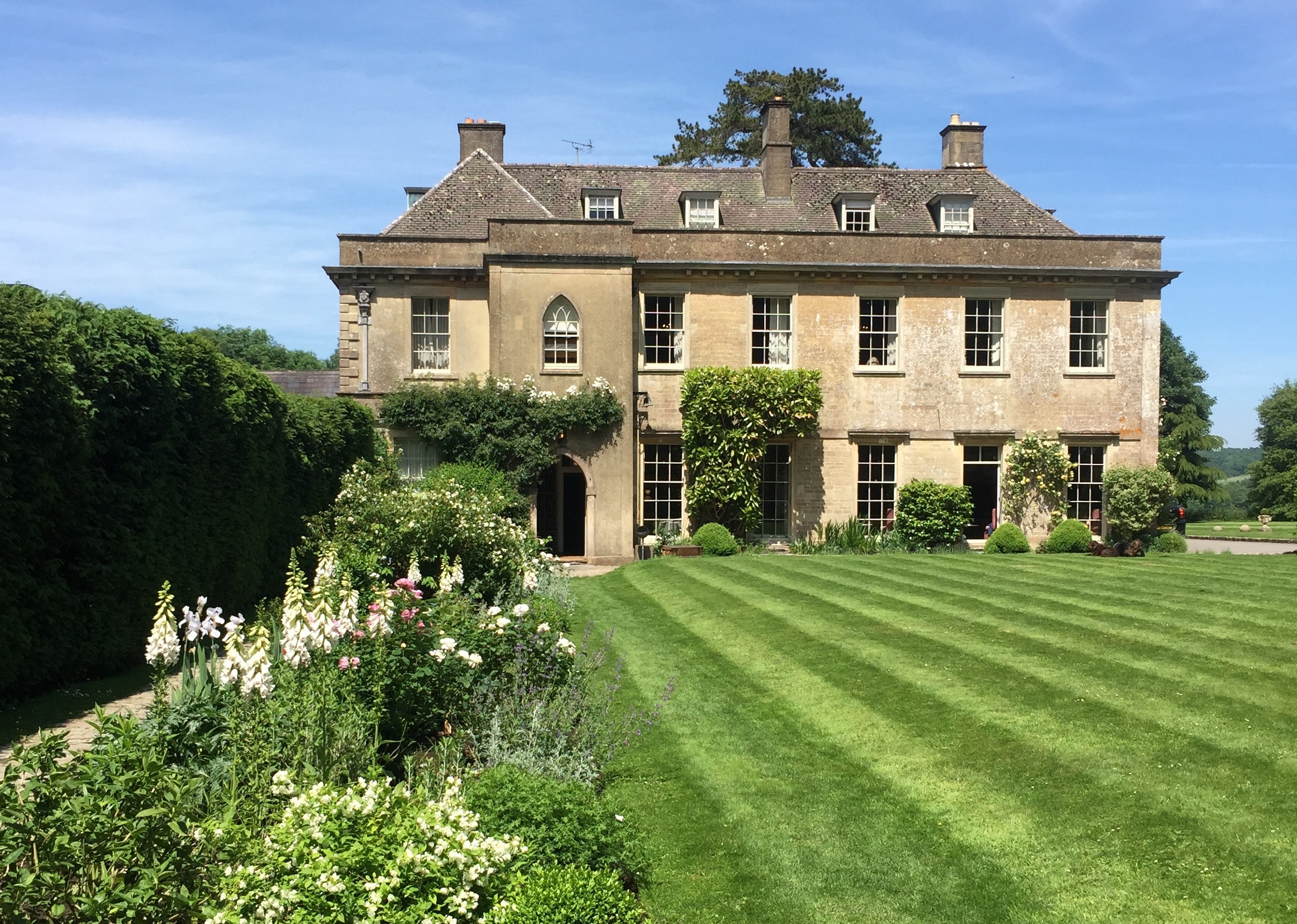 BABINGTON HOUSE - Part of the Soho House group, Babington House is only 2 minutes away. Guests who are members often use Jericho as a base and spend their time over at Babington enjoying the beautiful setting, fabulous pool and Soho House service.