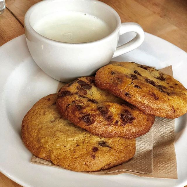 Loved this by @foodiesmeetnyc #whitmansnyc fresh baked chocolate chip cookies and milk hits the spot. 🍪 🥛⠀⠀⠀⠀⠀⠀⠀⠀⠀ .⠀⠀⠀⠀⠀⠀⠀⠀⠀ .⠀⠀⠀⠀⠀⠀⠀⠀⠀ .⠀⠀⠀⠀⠀⠀⠀⠀⠀ .⠀⠀⠀⠀⠀⠀⠀⠀⠀ .⠀⠀⠀⠀⠀⠀⠀⠀⠀ .⠀⠀⠀⠀⠀⠀⠀⠀⠀ .⠀⠀⠀⠀⠀⠀⠀⠀⠀ .⠀⠀⠀⠀⠀⠀⠀⠀⠀ .⠀⠀⠀⠀⠀⠀⠀⠀⠀ .⠀⠀⠀⠀⠀⠀⠀⠀⠀ .⠀⠀⠀⠀⠀⠀⠀⠀⠀ .⠀⠀⠀⠀⠀⠀⠀⠀⠀ #burgers #burger #food #melt #foodie #instafood #fries #hamburger #yummy #delicious #beer #instagood #dinner #lunch #foodstagram #foodphotography #lunch #foodies #cheeseburger #cheese #beef #bacon #foodlover #love #burgertime #bhfyp #nyc #nyceats