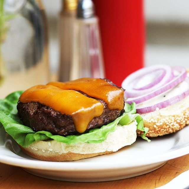 Sometimes a cheeseburger just solves everything. #Whitmansnyc .⠀⠀⠀⠀⠀⠀⠀⠀⠀ .⠀⠀⠀⠀⠀⠀⠀⠀⠀ .⠀⠀⠀⠀⠀⠀⠀⠀⠀ .⠀⠀⠀⠀⠀⠀⠀⠀⠀ .⠀⠀⠀⠀⠀⠀⠀⠀⠀ .⠀⠀⠀⠀⠀⠀⠀⠀⠀ .⠀⠀⠀⠀⠀⠀⠀⠀⠀ .⠀⠀⠀⠀⠀⠀⠀⠀⠀ .⠀⠀⠀⠀⠀⠀⠀⠀⠀ .⠀⠀⠀⠀⠀⠀⠀⠀⠀ #putbacononeverything #nycfood #nyc #nyceats #foodie #nycfoodie #foodporn #newyork #eeeeeats #eatingnyc #foodphotography #foodstagram #instafood #foodgasm #newyorkcity #foodblogger #manhattan #eatingnewyork #newyorkfood #healthyfood #newforkcity #foodpics #buzzfeedfood #delicious #nycrestaurants #feedfeed #yummy #catering #fresh