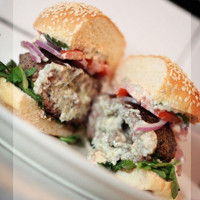 The Bluicy: beef short rib burger stuffed with crumbled blue cheese... #Whitmansnyc ⠀⠀⠀⠀⠀⠀⠀⠀⠀ .⠀⠀⠀⠀⠀⠀⠀⠀⠀ .⠀⠀⠀⠀⠀⠀⠀⠀⠀ .⠀⠀⠀⠀⠀⠀⠀⠀⠀ .⠀⠀⠀⠀⠀⠀⠀⠀⠀ .⠀⠀⠀⠀⠀⠀⠀⠀⠀ .⠀⠀⠀⠀⠀⠀⠀⠀⠀ .⠀⠀⠀⠀⠀⠀⠀⠀⠀ .⠀⠀⠀⠀⠀⠀⠀⠀⠀ . #nycfood #nyc #nyceats #foodie #nycfoodie #foodporn #putbacononeverything #newyork #eeeeeats #eatingnyc #foodphotography #foodstagram #instafood #foodgasm #newyorkcity #foodblogger #manhattan #eatingnewyork #newyorkfood #healthyfood #newforkcity #foodpics #buzzfeedfood #delicious #nycrestaurants #feedfeed #yummy #catering #fresh