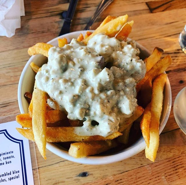 It's Whitmans Wednesday! Time for for your weekly Blue Cheese Fries 🍟....Blue Cheese Fries #whitmansnyc #whitmans #fries🍟 #putbacononeverything #eeeeeats #hownewyorkeats #burgerandfries #foodie