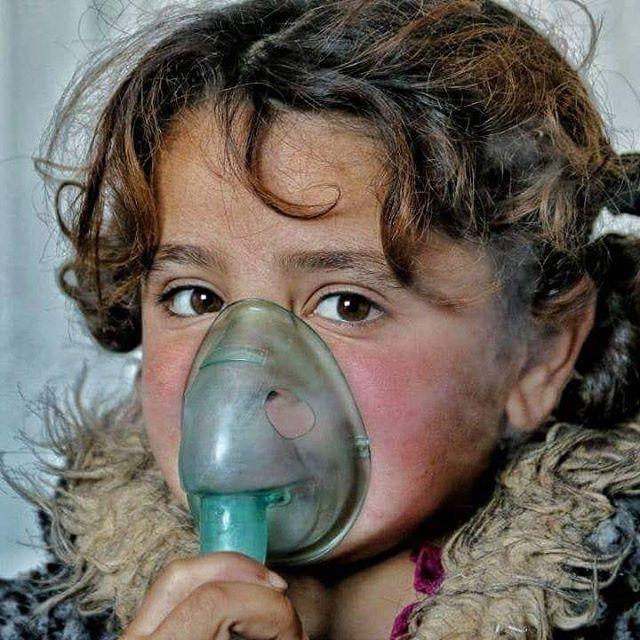 [#DroitàLaSanté] Deeba, 9 ans, souffre d'une bronchite causée par des conditions hivernales auxquelles elle n'est pas préparée. Heureusement, elle est prise en charge par nos équipes médicales 🙏  Mais des centaines d'enfants en #Syrie n'ont pas cette chance !