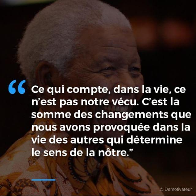 """Nelson Mandela, le """"leader de la liberté et de la réconciliation"""" aurait eu 100 ans aujourd'hui 🕯️ Suivons son exemple pour dénoncer les injustices et venir en aide aux plus démunis ✊ #MandelaDay #NelsonMandela100"""