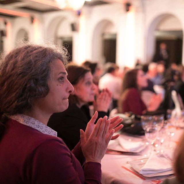 C'est avec une immense tristesse que nous avons appris le décès de l'artiste syrienne Mai Skaf hier à Paris. Nous avions eu l'honneur de la recevoir pendant notre dîner de Gala en novembre 2017, et son engagement pour les plus démunis en #Syrie nous a tous marqué. En ces moments difficiles, l'équipe UOSSM présente toutes ses condoléances à sa famille et ses proches. #مي_سكاف