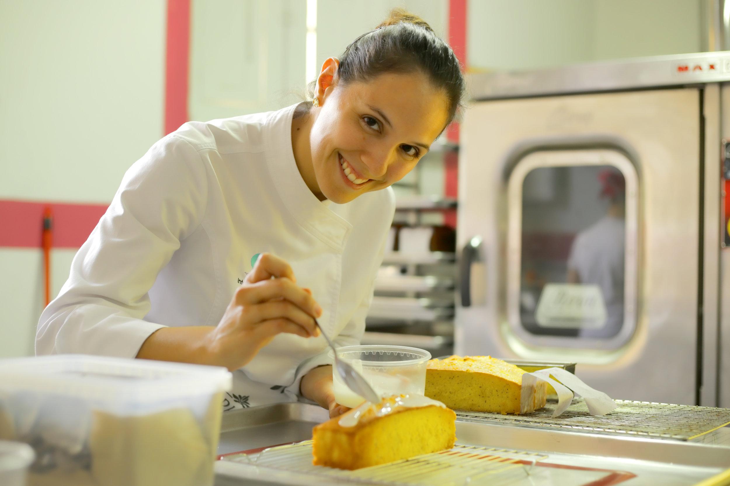 LA VERITÉ PATISSERIE     La pastelería francesa retoma su reinado con una cuidada selección de postres en los que resalta la presentación, pero también la calidad y cuidado con que se eligen cada uno de los ingredientes.