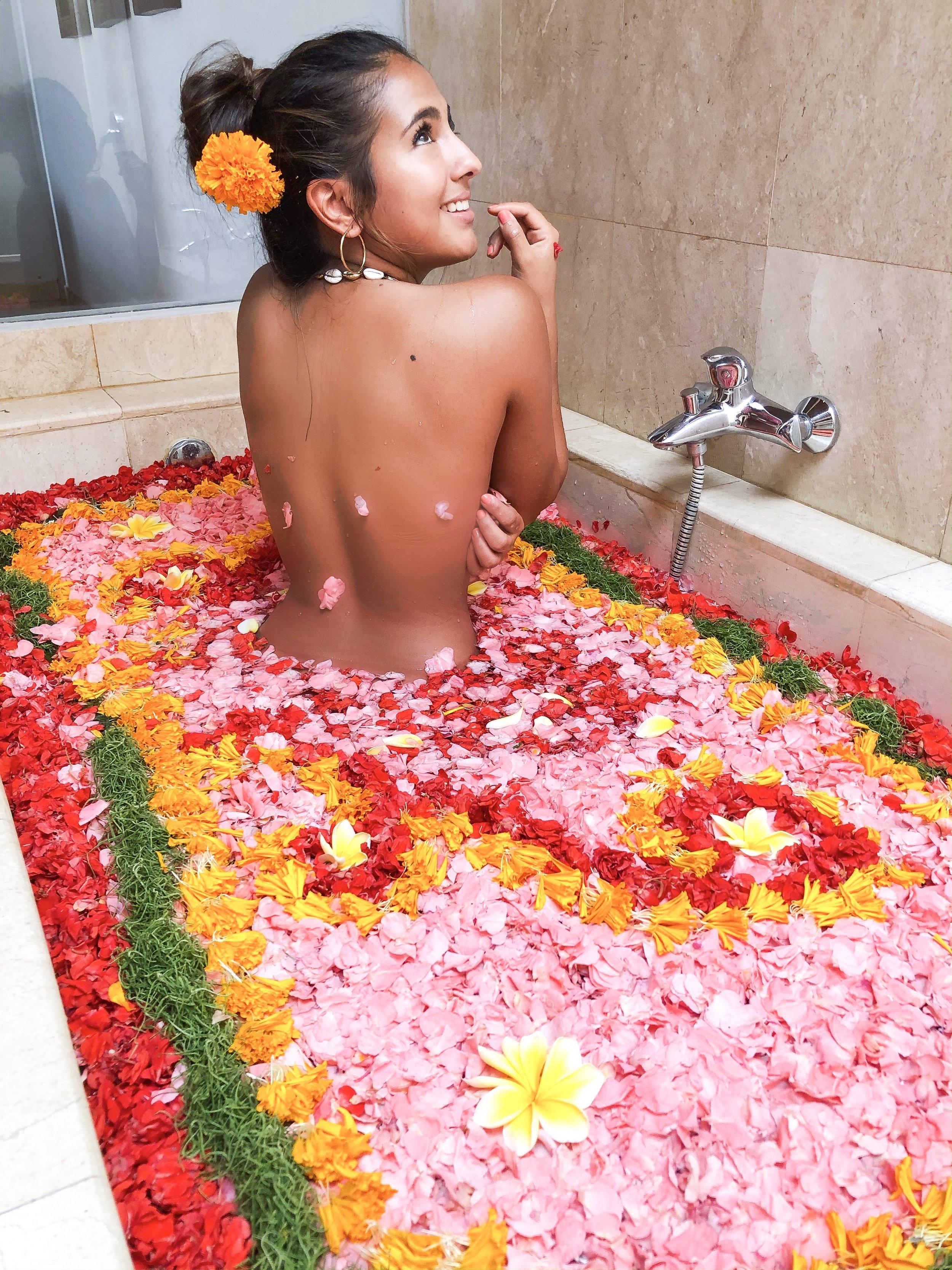 paloma de la cruz fashion travel blogger ideas palomatravels bali indonesia coolness world roses petals