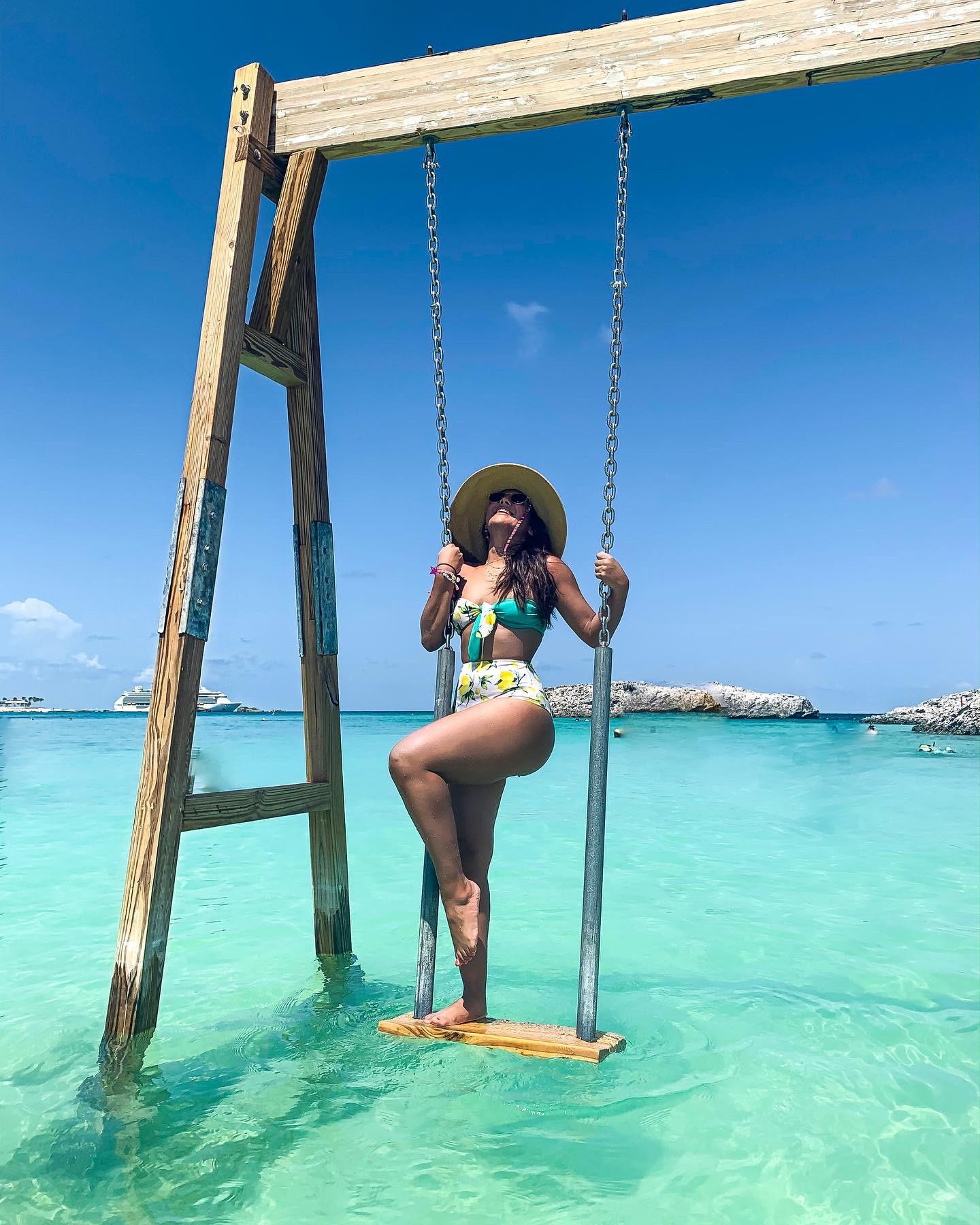fashion travel blogger paloma de la cruz cruise paradise bahamas island caribbean vacation
