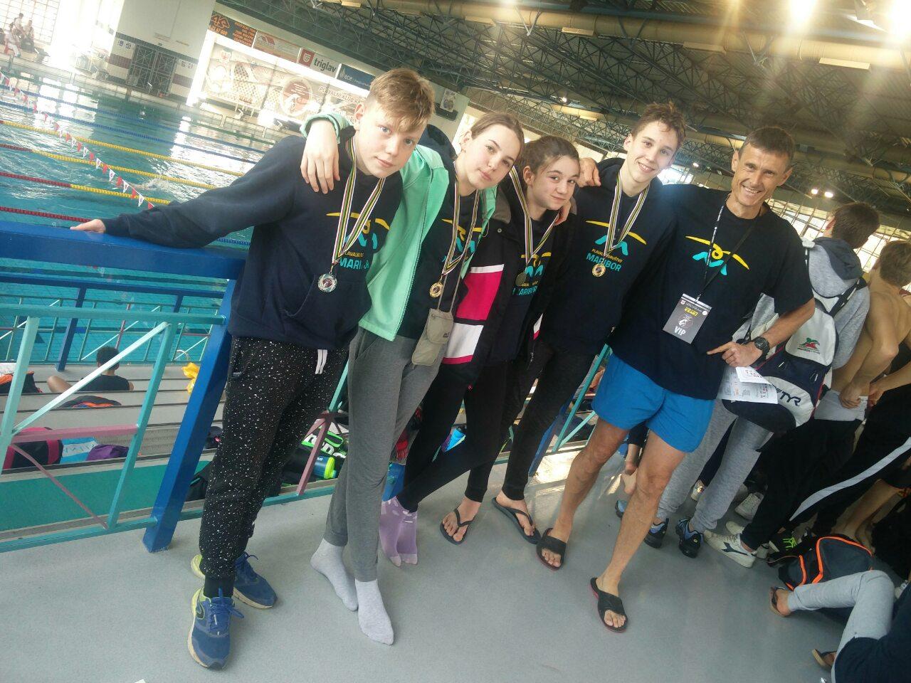 Tian Kosec je osvojil še eno zlato medaljo na 200 Mixed z oceno 2:33:46, Vse pohvale za vloženo Trude in Rad! Čestitamo :-)