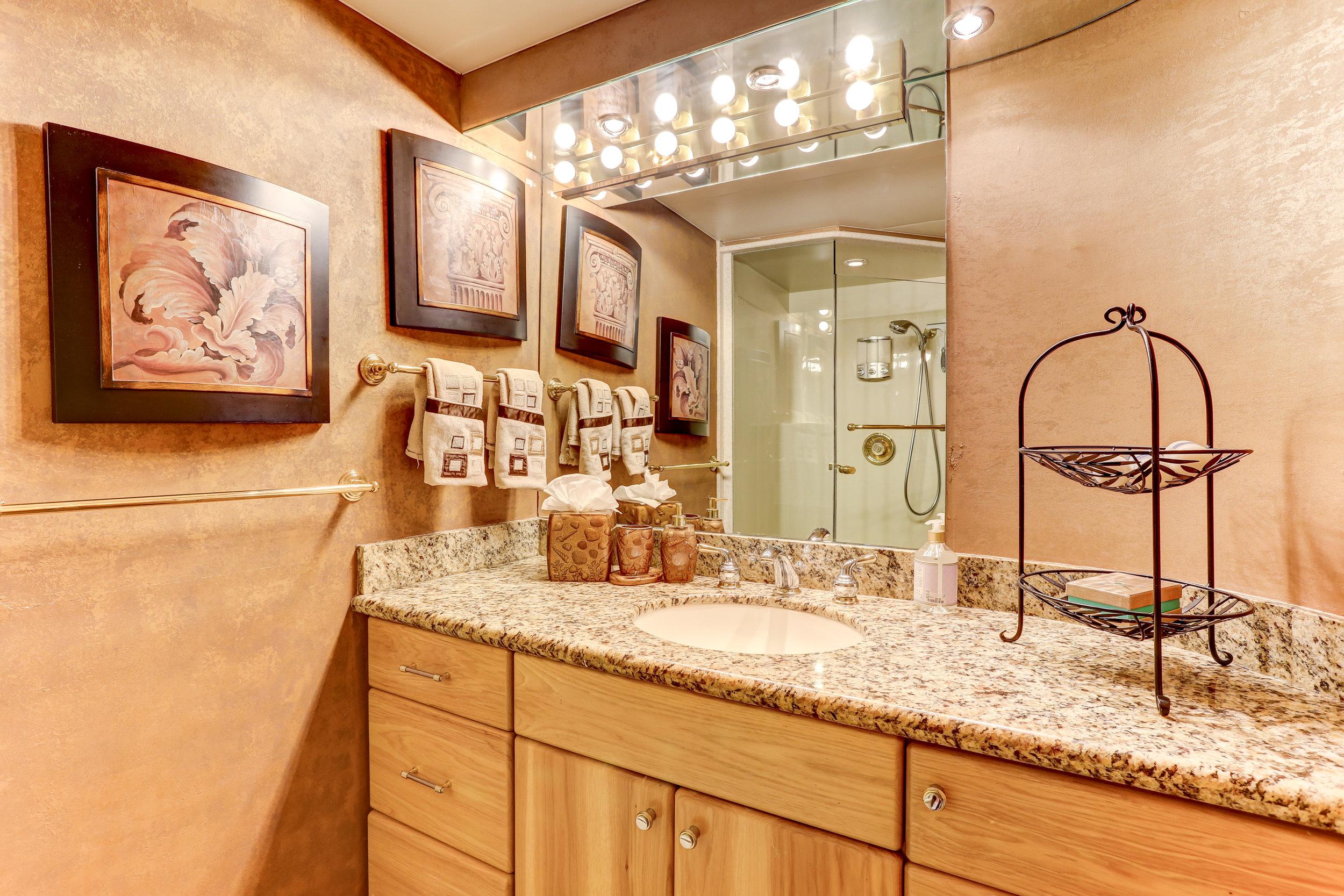 35 VIP Bath.jpg