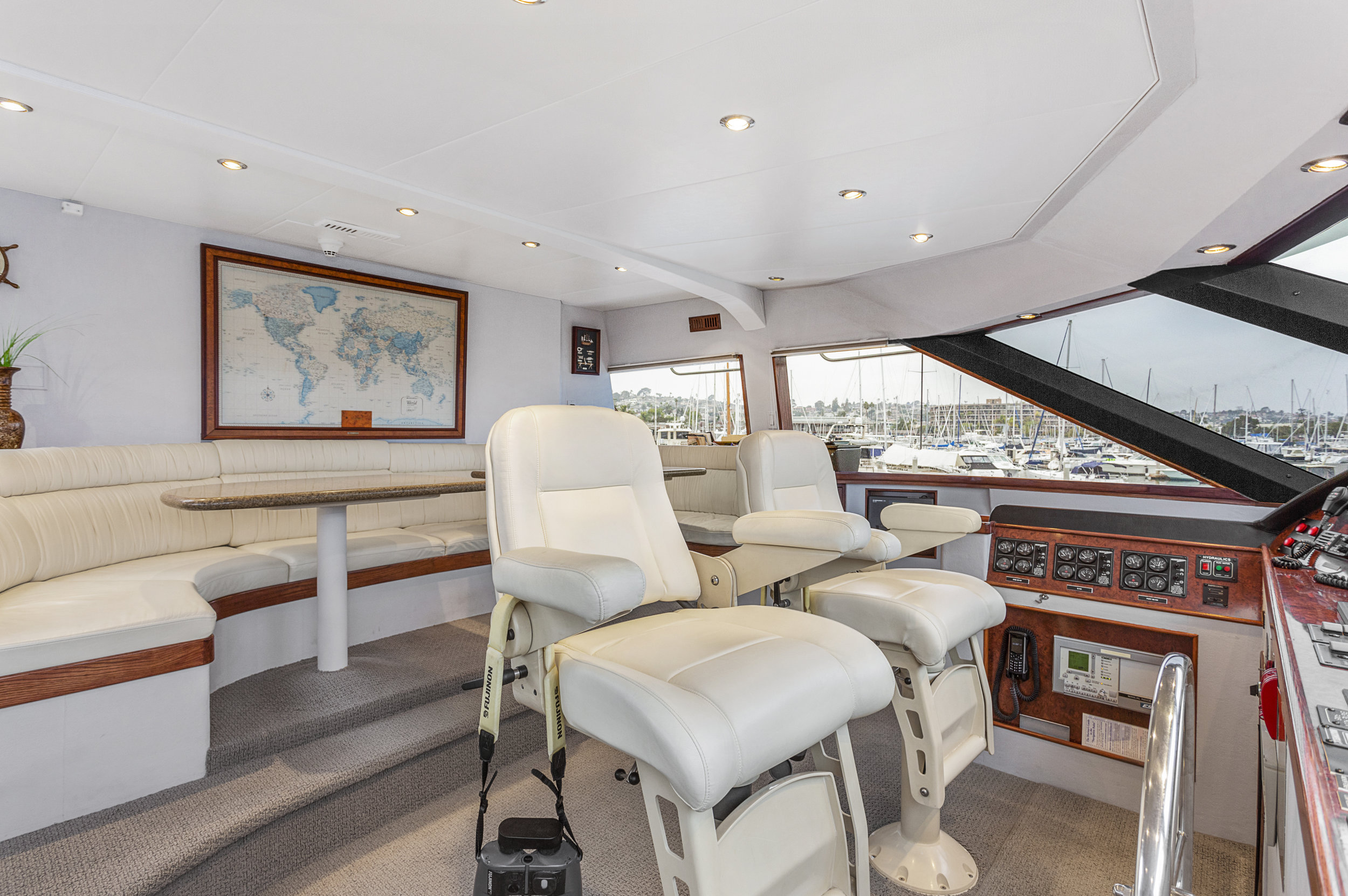 30 PILOTHOUSE3.jpg