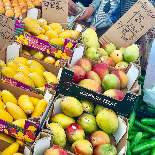 Hot hot summer days aren't that bad when you get to enjoy mangoes and papaya 🥝🍓🍌🍈 I love getting my #fruits and veggies at @haymarketboston - most of this produce would go to #waste if not sold. So I get to save 🤑money🤑 (Haymarket is CRAZY cheap) AND the #planet 🌎 Much of the produce here ends up here because it's not symmetrical or the color is off. But I end up with beautiful and tasty produce on a budget! So who cares if my fruit doesn't look perfect? . . . . . #green #organic #outdoors #summer #zerowaste #zerowasteliving #greenliving #sustainable