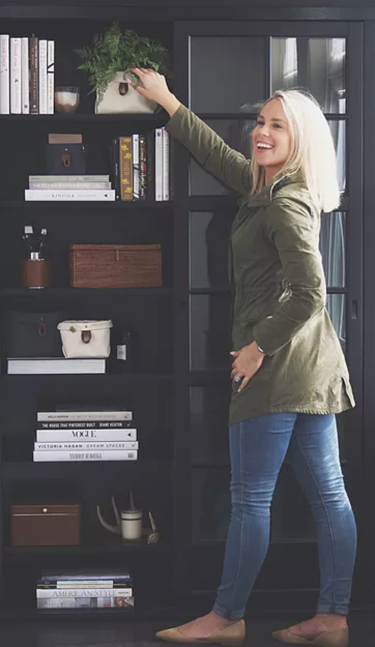 The Binny is the perfect combination of style and efficiency. Have fun with your bookshelf, coffee table and desk organization by incorporating this product along with your favorite decor pieces.
