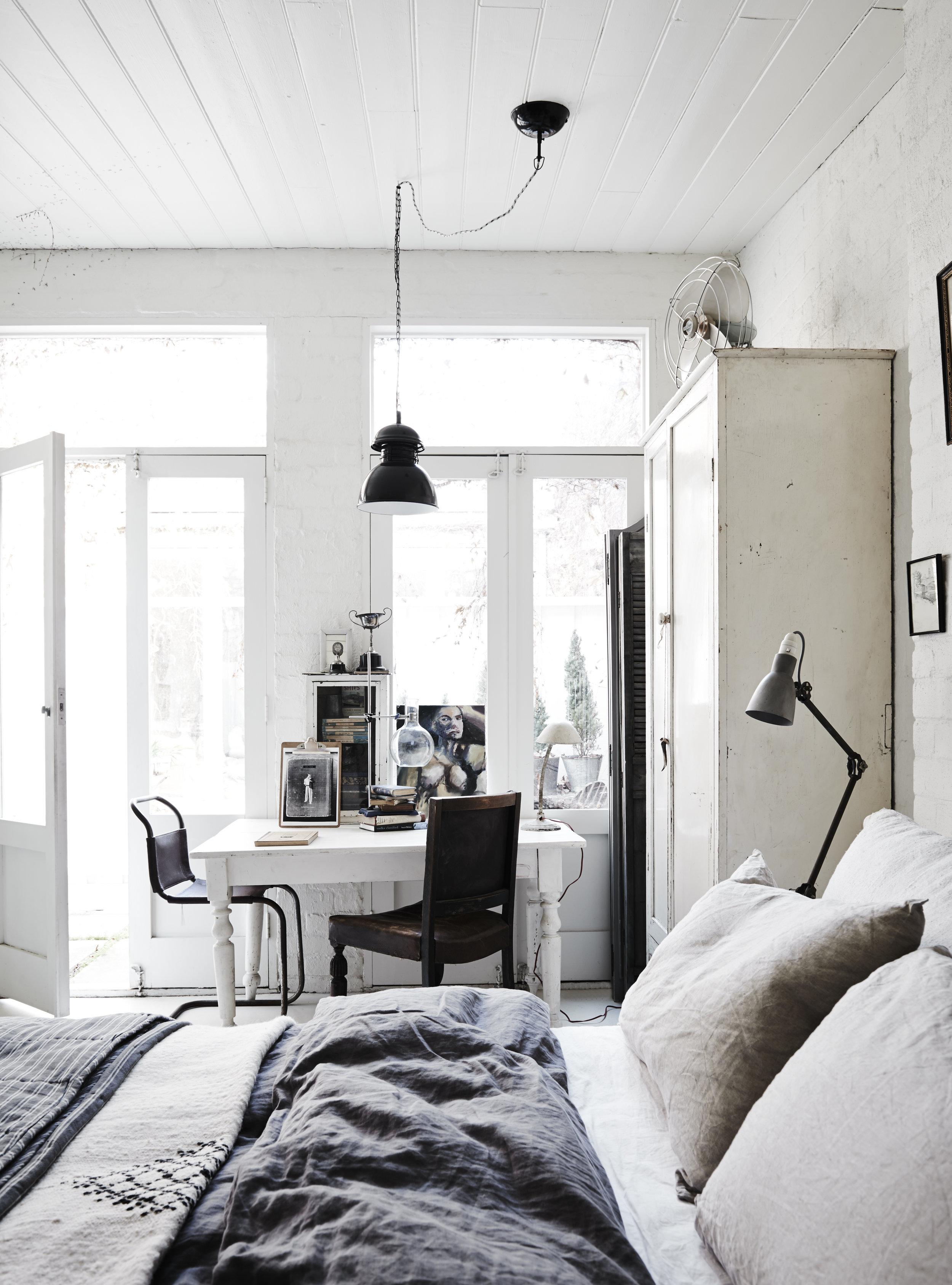 WHITE ROOM6627.jpg