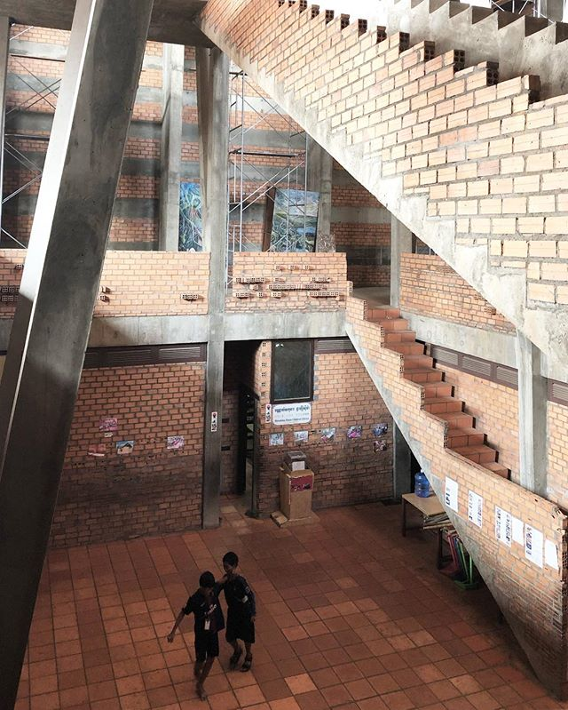 One of the most amazing spaces i have been in; hiroshima house in phom penh. Hard to do the space justice with a camera, circulation wraps around and slices through a 4 level high canon; simple of use materials standard Cambodian brick and concrete. Architect: Osamu ishiyama. Just wow. Wish i had time to sketch it. Swipe for more.