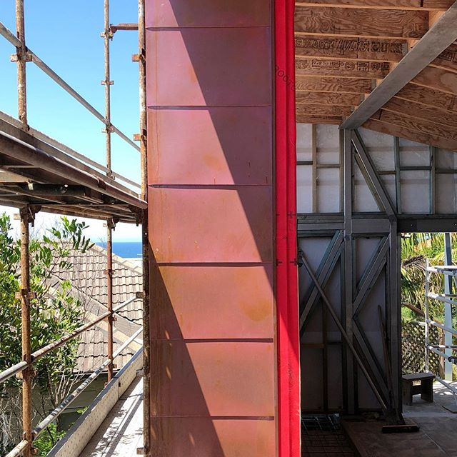 @ballast_construction making good progress on site; a beautiful day to see snippets of the views that are emerging. Copper detailing by @arcroofing and recycled spotted gum cladding by #australianarchitecturalhardwoods #honbriggsdesign