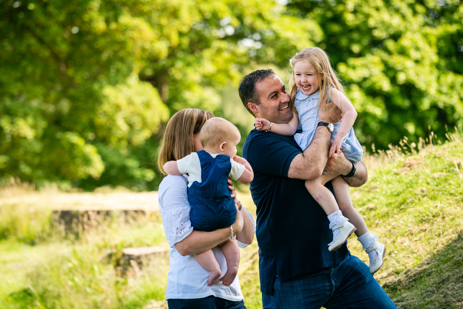 walker-family-session-bothwell-castle-glasgow-dearlyphotography (18 of 31).jpg