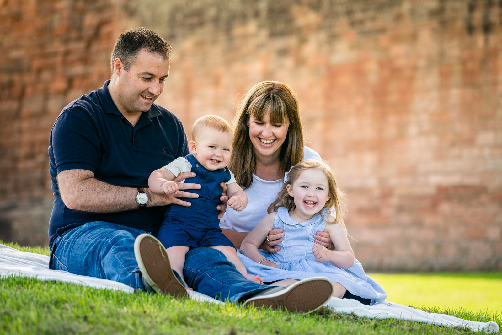 walker-family-session-bothwell-castle-glasgow-dearlyphotography (20 of 31).jpg