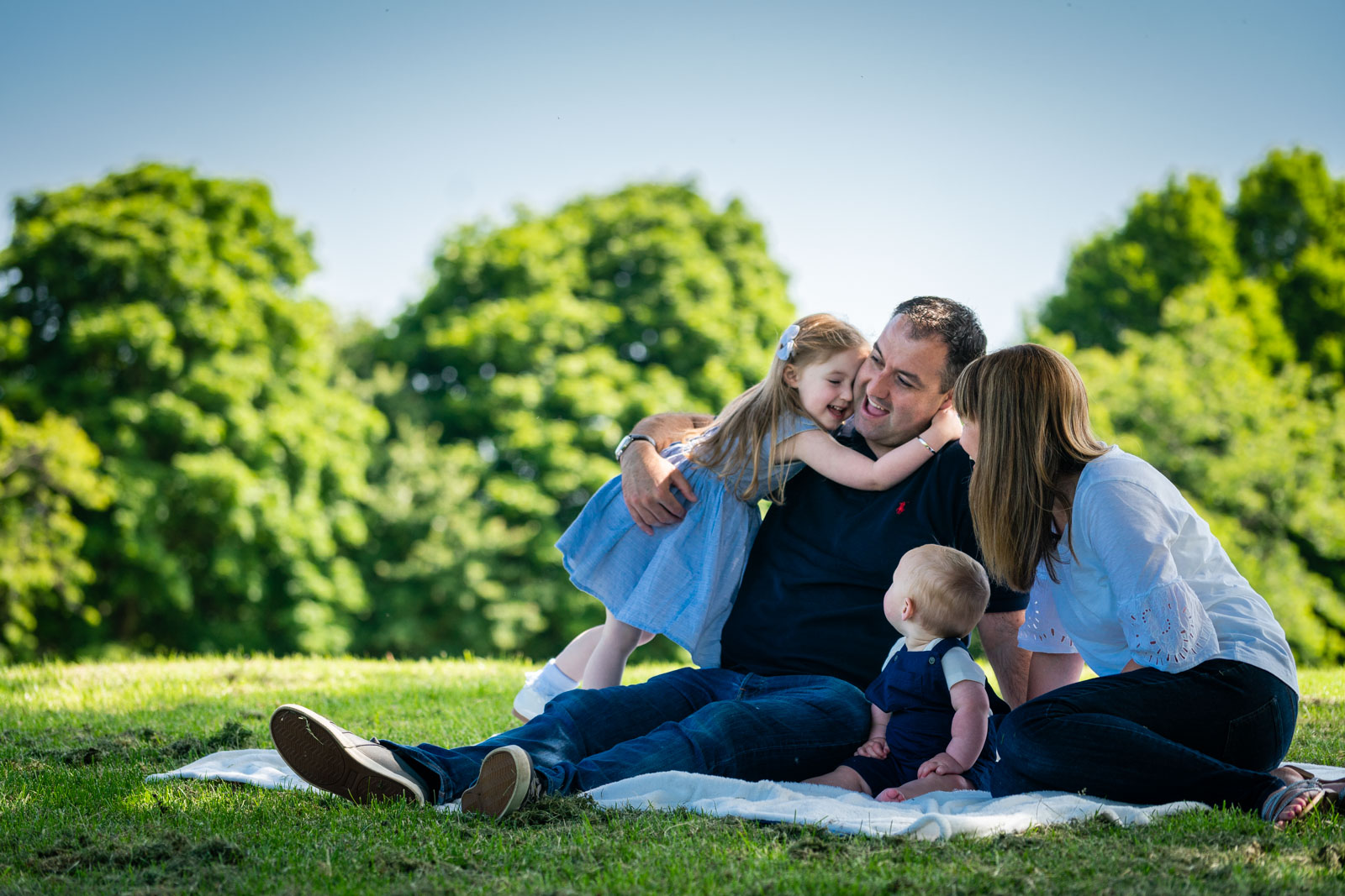 walker-family-session-bothwell-castle-glasgow-dearlyphotography (21 of 31).jpg