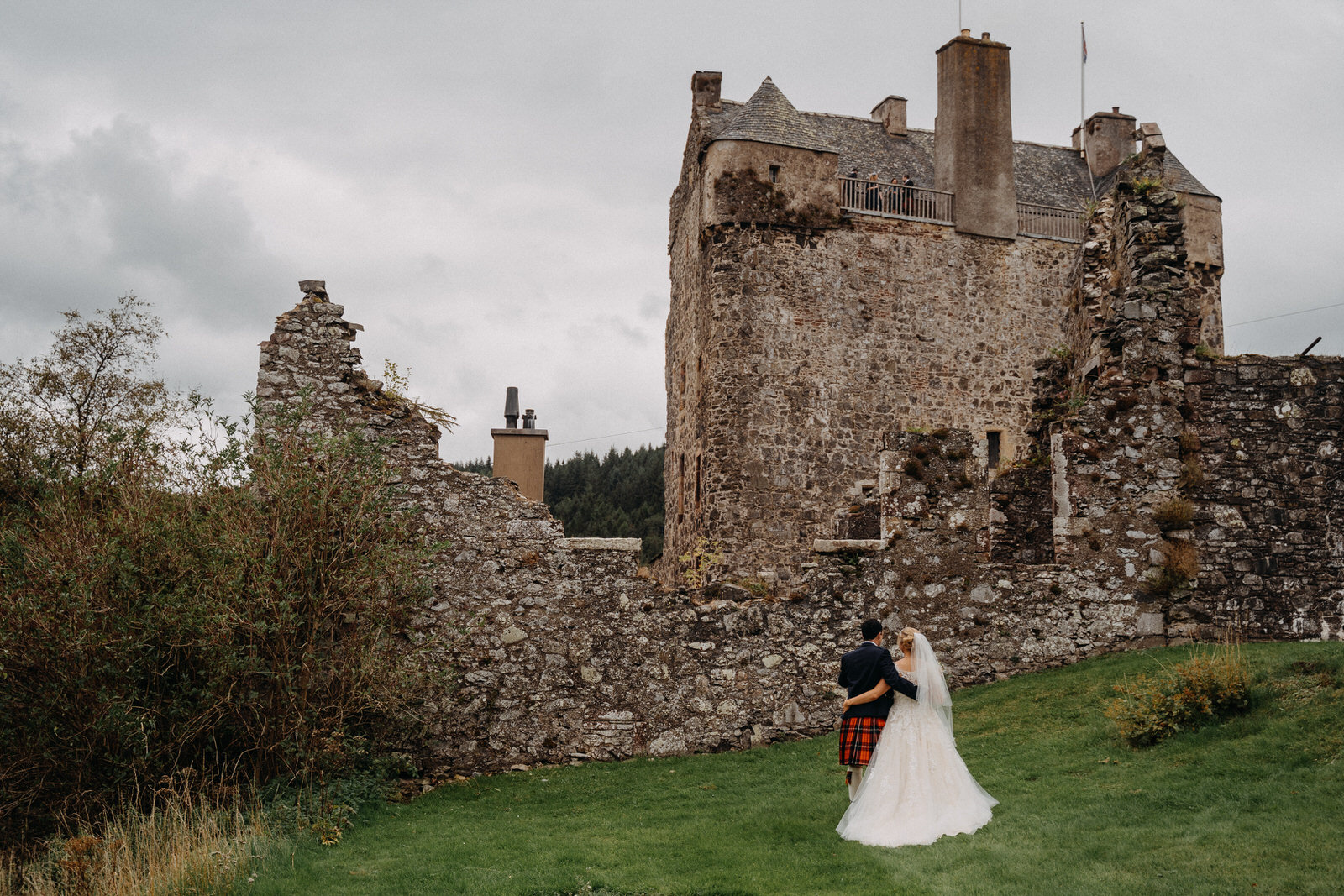 Neidpath Castle - This rustic castle is located on the banks of the River Tweed just outside Peebles. It offers couples an idyllic setting for their special day and has so many unique little features that really make this a one of a kind wedding venue! Here's some photos from Catriona and Ramsay's awesome wedding, from 2018