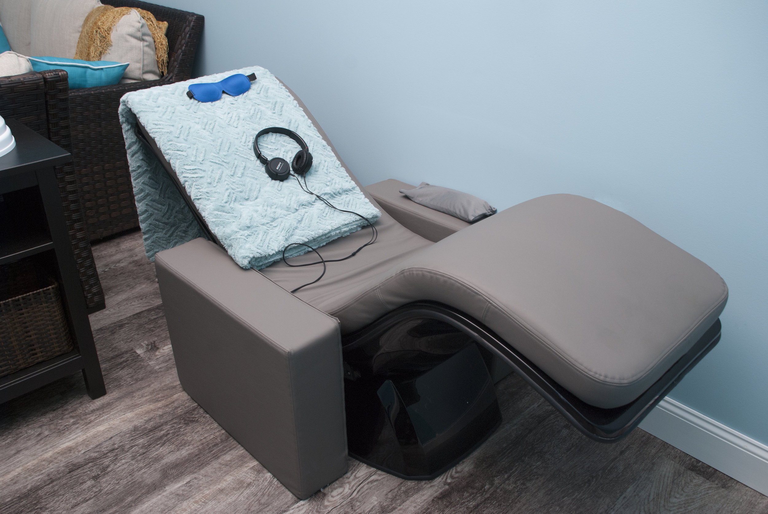 The Body Sound Chair uses vibration with sound to create a deep state of relaxation and reduce stress. This can contribute to healing and positively impact stress and pain. Presented by Karen Cole. -