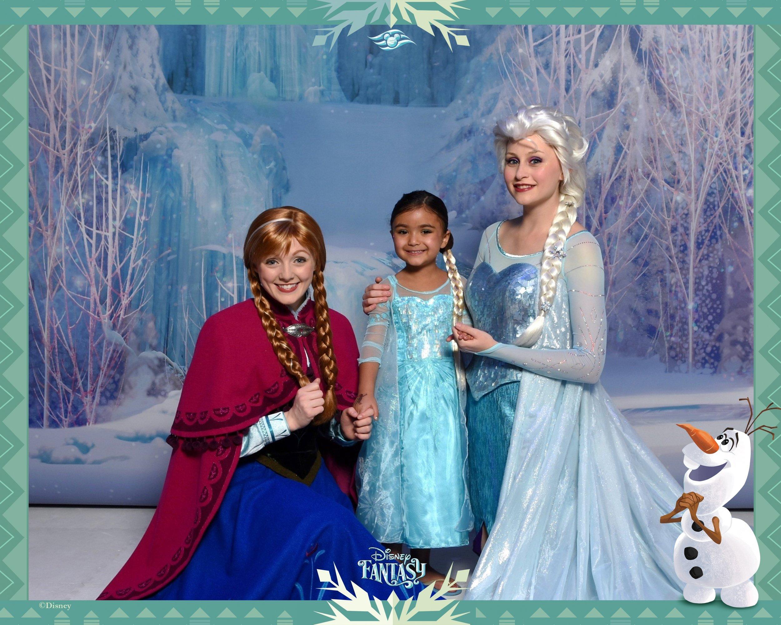 351-87743806-Frozen FZ Anna and Elsa 3 Aft-40564_GPR.jpg