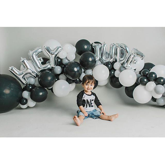 1:52pm, 5.16.18 - our lives forever changed. Thank you for choosing us! Happy Birthday to my special little man. 📸 @blushbabystudios 🎈 @theholidaydesignco 🎂 @showboybakeshop . . .  #heyjude #judeskidchella #judechella #firstbirthdayparty #firstbirthdayphotoshoot #beatles #kidchella #one #taurus #judeisone #music #vegas #vegasbaby