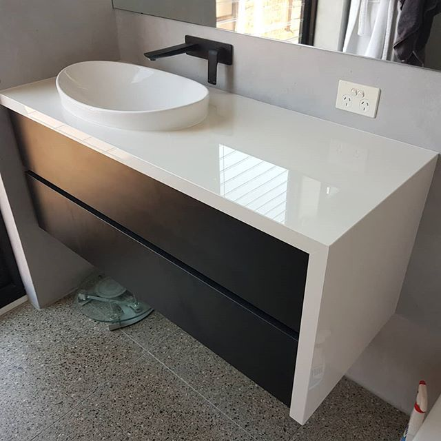 A nice little vanity just completed, Our clients weren't too happy with the existing vanity in their Albert Park home so they called me up and said 'Matty, we arent too happy with the vanity in our Albert Park home' so we changed it out with this beautiful unit! We used a 12mm Dekton Porcelain product over a Black matt handleless drawer front.  Blum softclose hardware as usual.  The extra drawer space makes for double the storage space than before.  You may recognize this bathroom from TV's 'the block' a few years back.