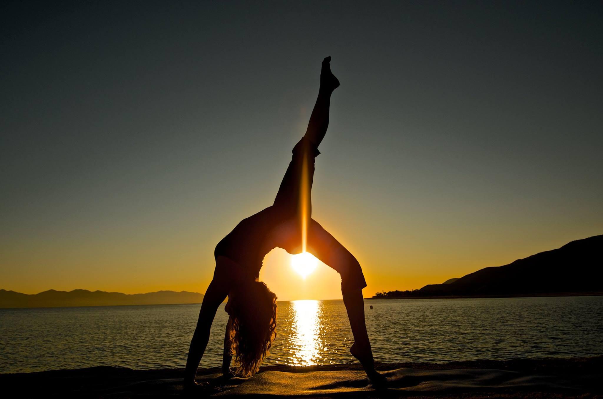 sunset_yoga_Baja_Off_the_Grid.jpg