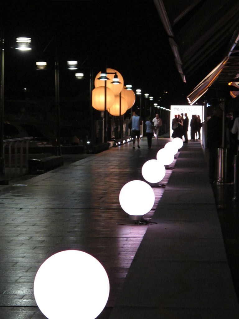 Airstar and LED balls (which can be white or coloured) make for a sophisticated, welcoming entry.