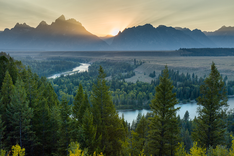 WEB - Snake River Overlook Beams and Haze (BOB)- 800.jpg