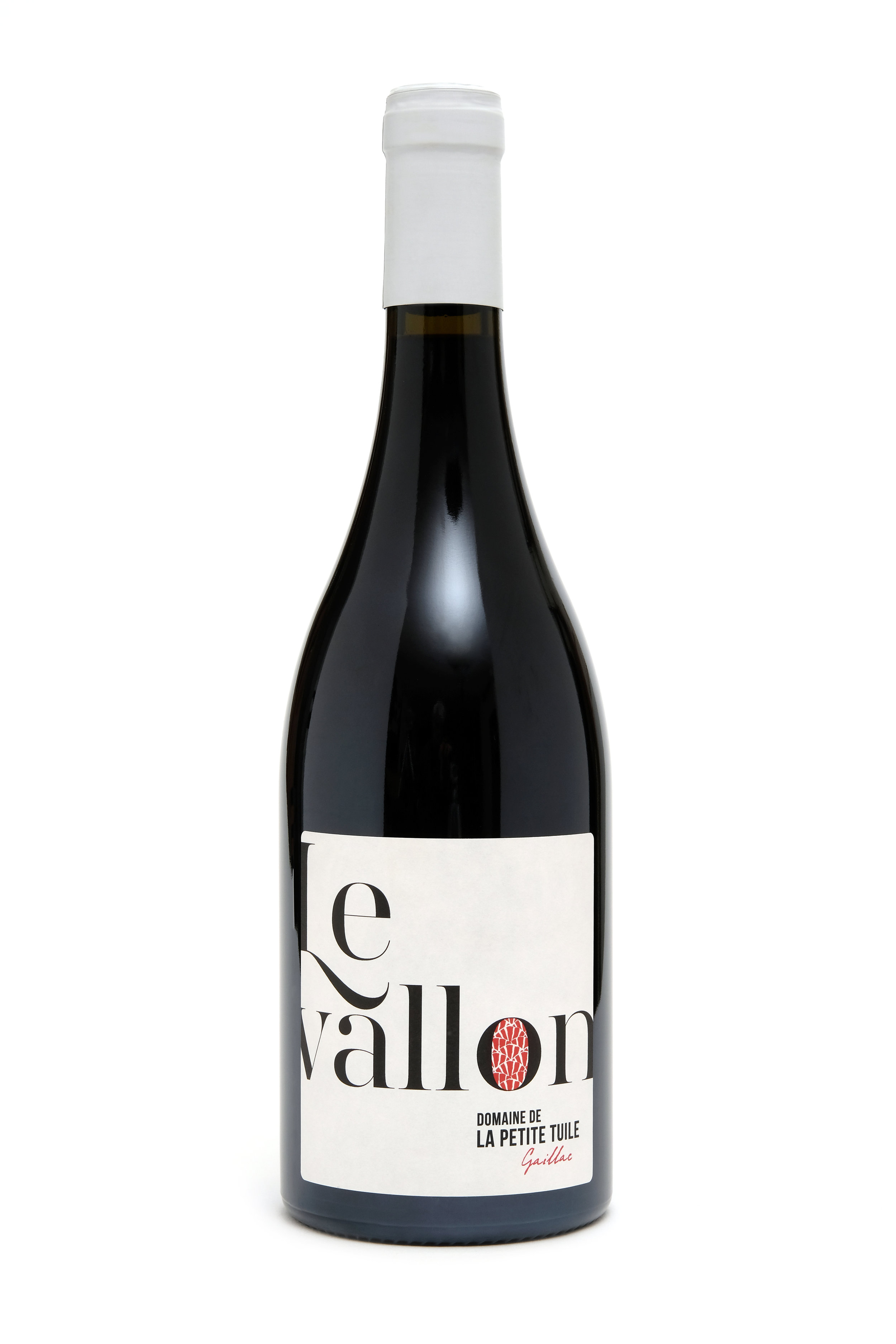 """Le VallonAOP GAILLAC - Un assemblage à parité des deux cépages rouges historiques de l'appellation. Braucol et Duras sont récoltés à la main, et vinifiés ensuite intégralement en barriques de 500L. Les macérations sont poussées pendant plusieurs semaines, sans manipuler le chapeau de marc, afin de n'extraire que les tanins les plus fins, avant un élevage d'un an dans les mêmes contenants. Un vin d'une grande longueur, une bouche soyeuse et des arômes de griottes et de cacao.""""Grande finesse de grain, arômes de fruits rouges et noirs et d'épices douces, belle intensité et persistance aromatique.""""Challenges Magazine N°576""""Fruité avec des notes florales, la bouche mûre, gourmande."""" Bettane&Desseauve, Grand Tasting"""