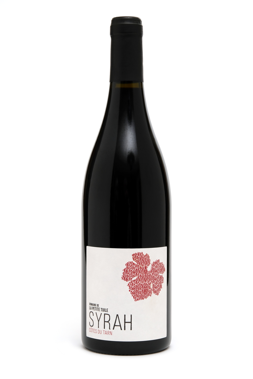 SYRAHIGP CÔTES du tarn - Élevée un an en fûts de 500L de plusieurs vins, une Syrah de moyenne garde qui offre des tanins fondus et un fruité légèrement réglissé.