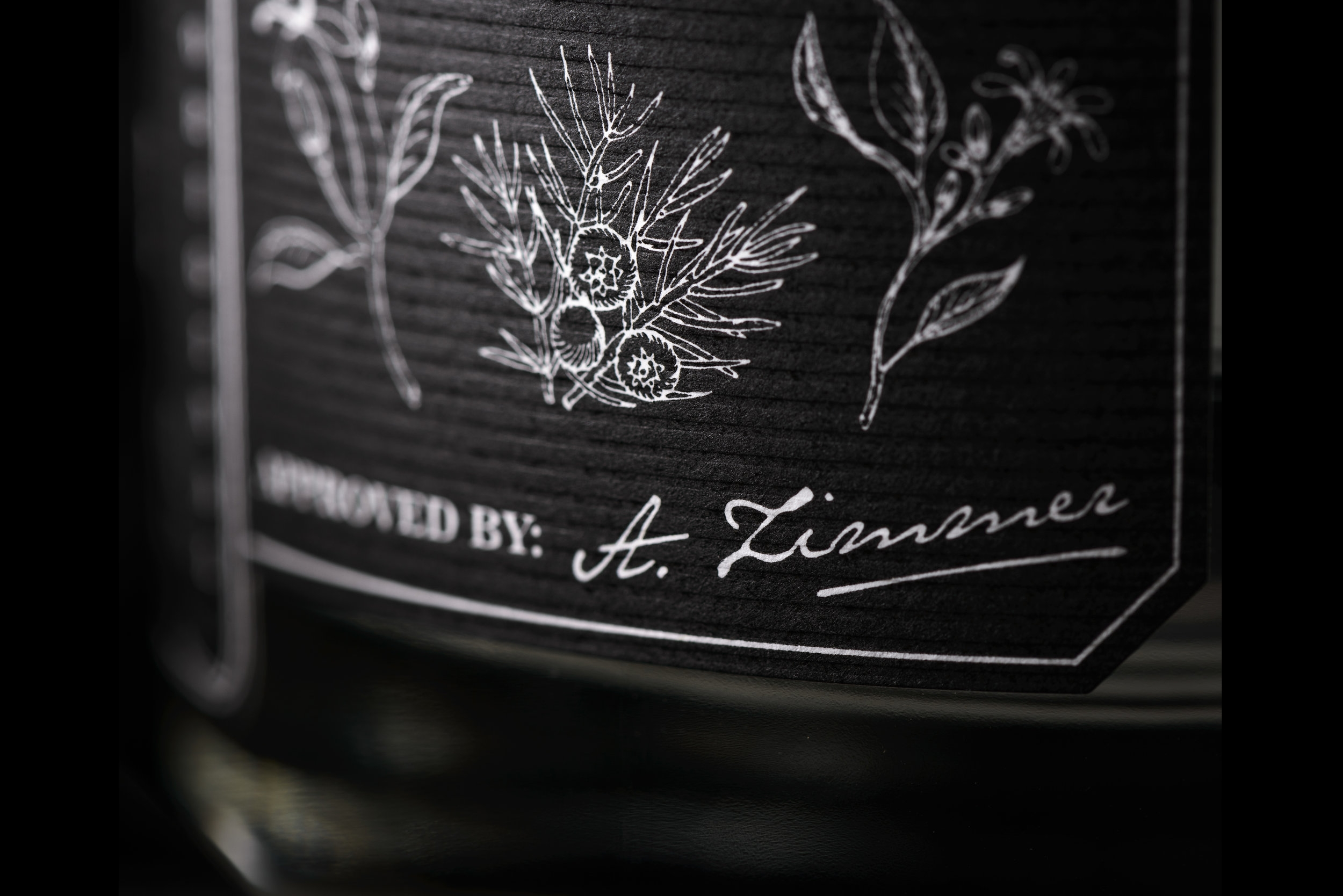 A unique blend ... - … of handpicked and exquisite ingredients makes ROOM 43 a remarkable gin. The base is an organic wheat of the highest grade which is then combined with the finest botanicals before being distilled once again. After the final distillation process the gin is given time to rest to develop its full flavour potential. Once it is fully matured it is combined with crystal clear bedrock water from the Austrian Mühlviertel area and diluted to the desired 43%.
