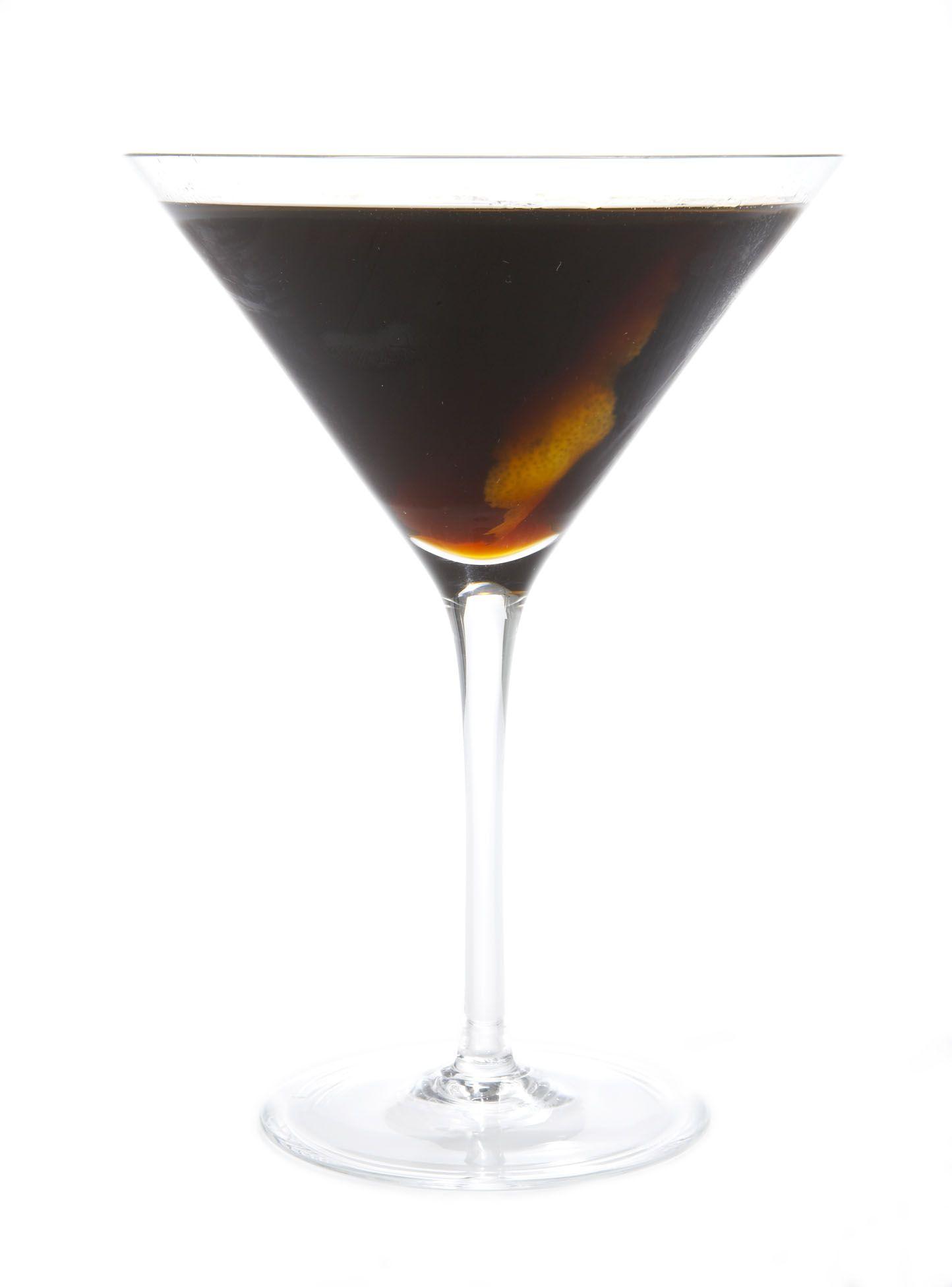 Coctel de Café - Ingredientes para 4 personas: 4 copas de Cointreau, 1 yema de huevo y 2 copas de whisky.Preparación: Mezclar en coctelera, la yema de huevo, el Cointreau y el Whisky. Preparar un café exprés para 4 personas, verter el café bien caliente en la coctelera, revolver y servir.