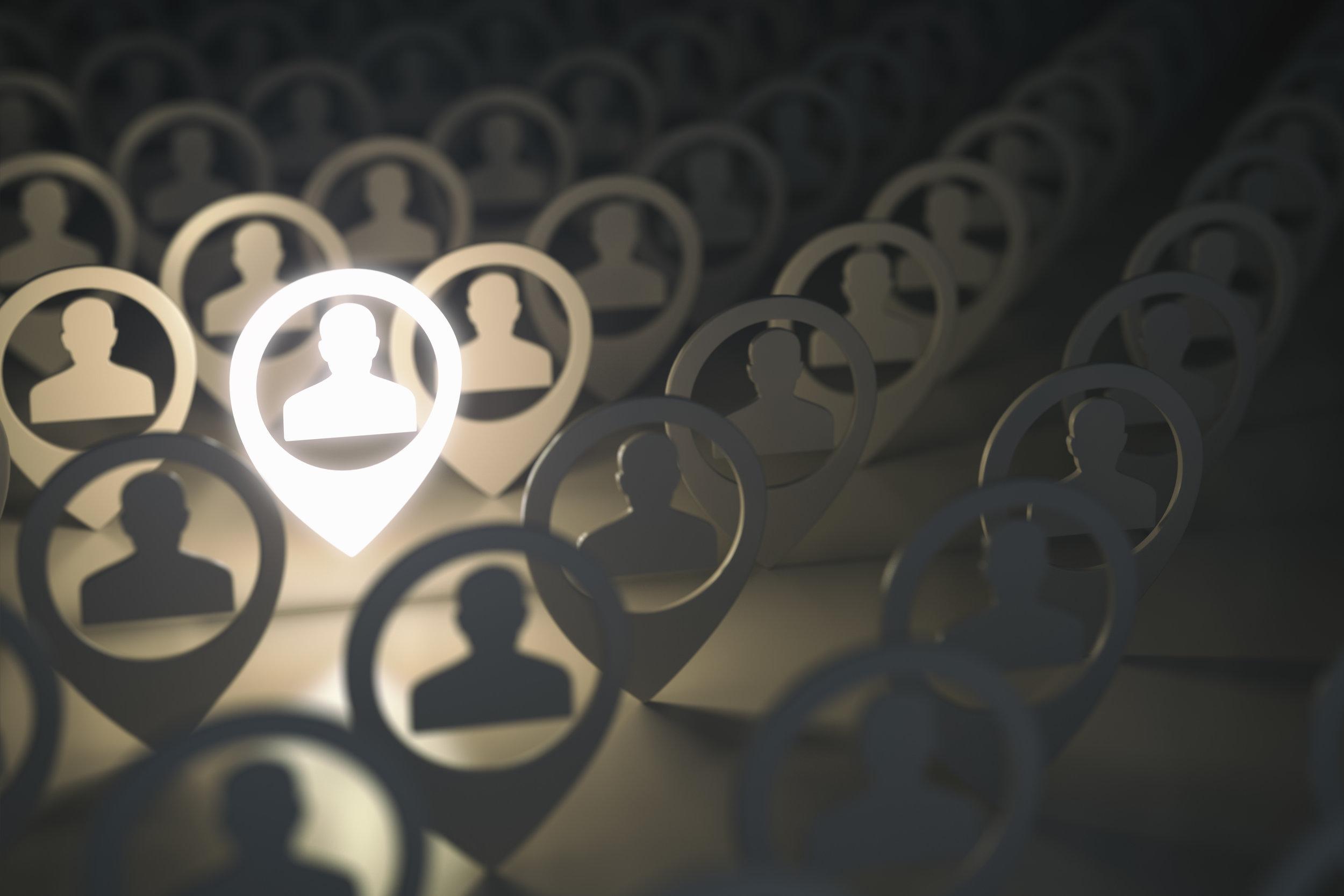 Kombinasjon av direkte søk og annonsering - For noen stillingskategorier kan det være aktuelt å kombinere et målrettet og direkte søk med annonsering av stillingen i utvalgte media. Søket blir gjennomført ved bruk av tilgjengelige databaser og et omfattende personlig nettverk.