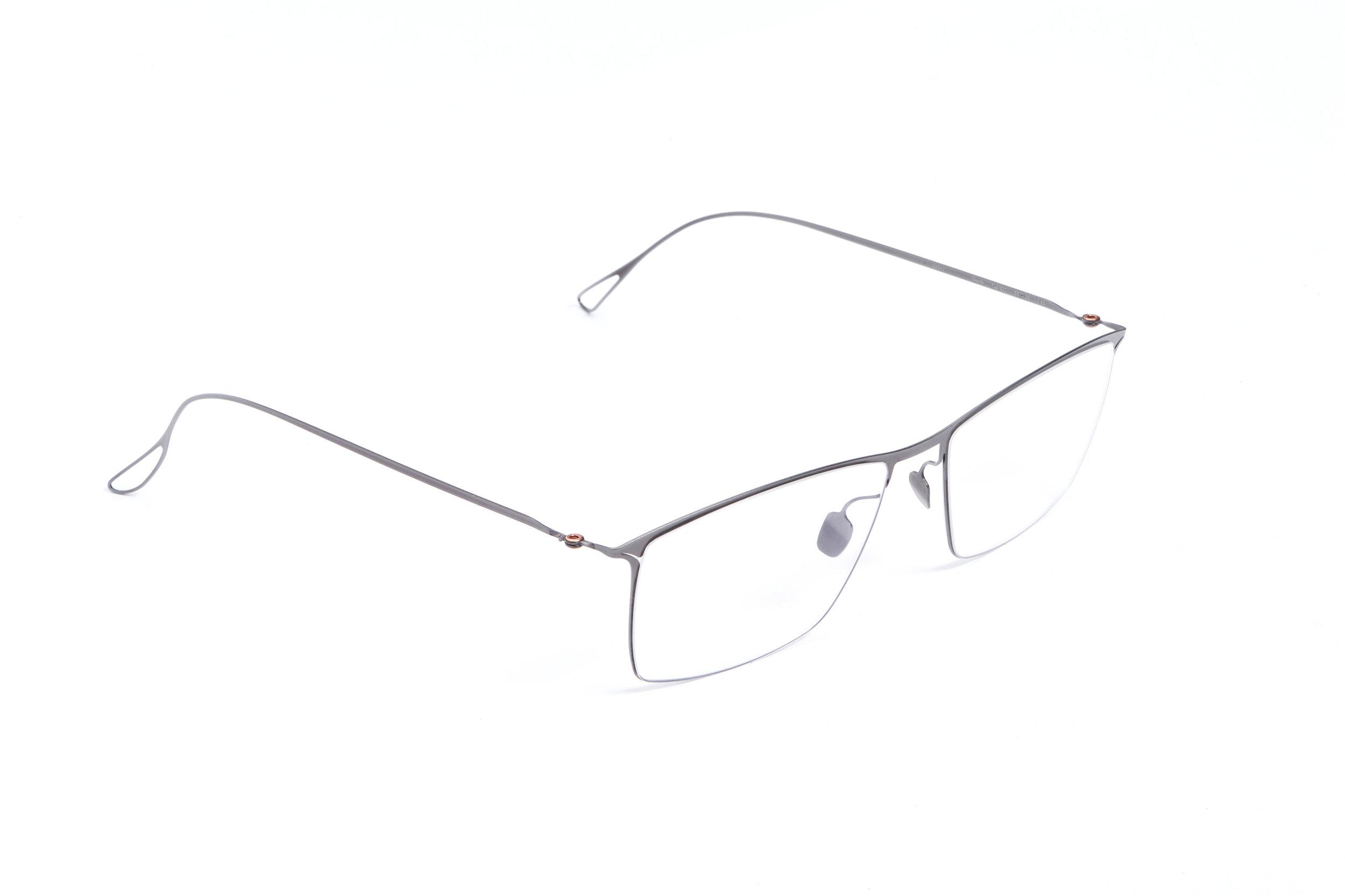haffmans_neumeister_novik_gunmetal_clear_ultralight_eyeglasses_angle_102447.jpg